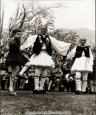 Τσάμικος Ανδρικός χορός, από τους πιο λεβέντικους ελληνικούς παραδοσιακούς χορούς. Θεωρείται όπως και ο Συρτός Καλαματιανός, πανελλήνιος χορός γιατί χορεύεται στις περισσότερες περιοχές της Ελλάδας. Το όνομά του το πήρε […]
