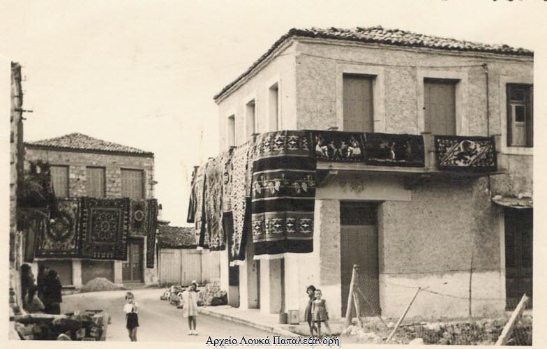 Αράχωβα - Μπαλκόνι στολισμένο με καρπίτια